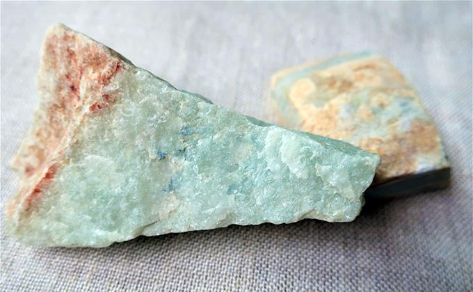 ジェード(翡翠)の原石の色