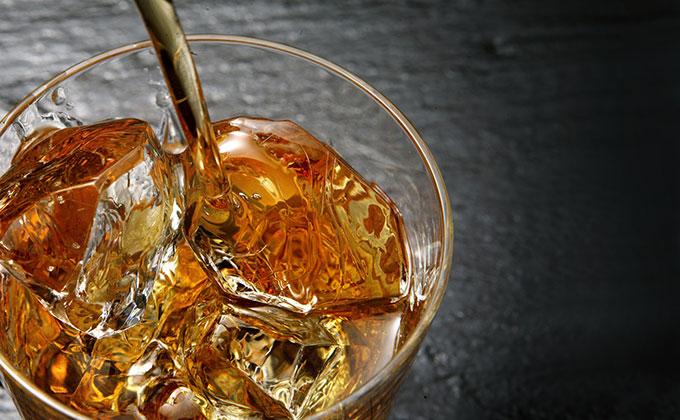琥珀色のウイスキー