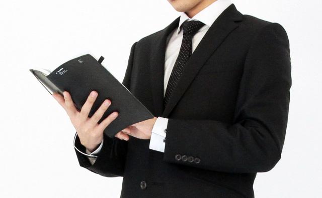 スーツの黒
